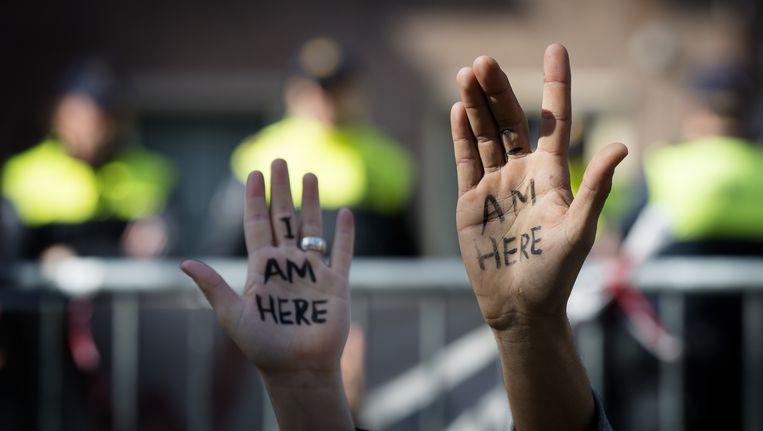Uitgeprocedeerde asielzoekers en sympathisanten van de Amsterdamse vluchtelingengroep We Are Here demonstreren bij de Tweede Kamer Beeld ANP