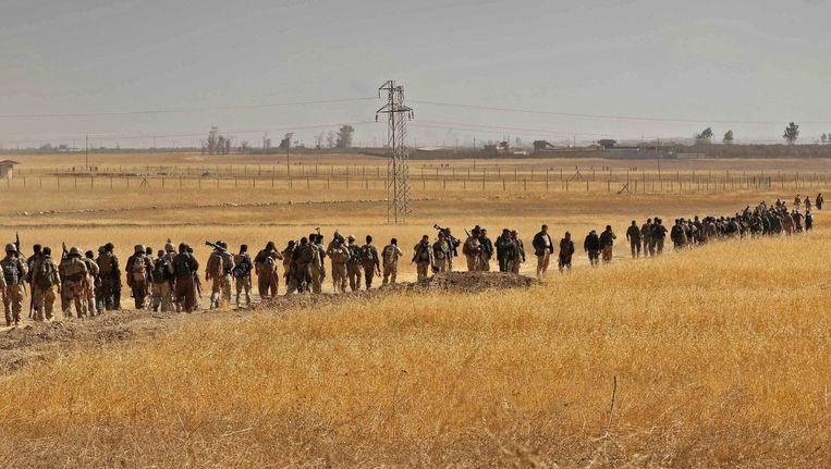 Koerdische strijders rukken op in Nawran, 10 kilometer ten noordoosten van Mosul. Beeld afp