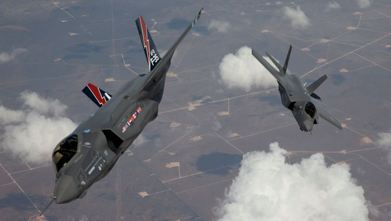 Twee JSF-toestellen boven Californië, foto mei 2010 Beeld Reuters
