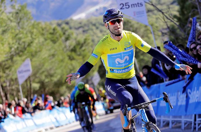 Valverde juicht aan de finish.