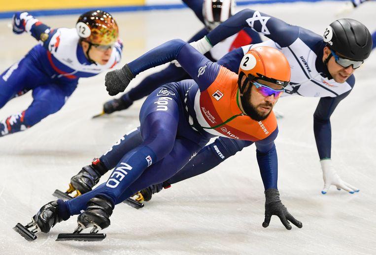 Sjinkie Knegt op weg naar goud op de 1500 meter bij het EK in Dresden. Beeld EPA