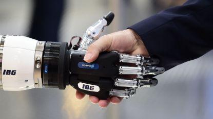 """EU investeert 20 miljard in robots, maar: """"gedragscode nodig om te voorkomen dat ze schade berokkenen"""""""