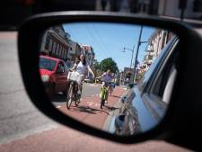 Snel door de Hoofdstraat in Velp fietsen lukt niet. 'Het is gewoon te druk'