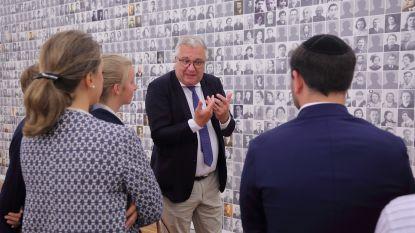 Prins Laurent bezoekt Holocaustmuseum (nadat hij zichzelf vergeleek met Joden)