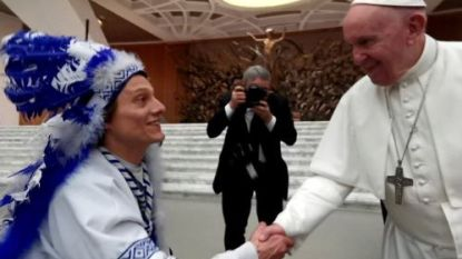 """Mascotte van AA Gent op bezoek bij de paus: """"Ik vroeg hem om een zege"""""""
