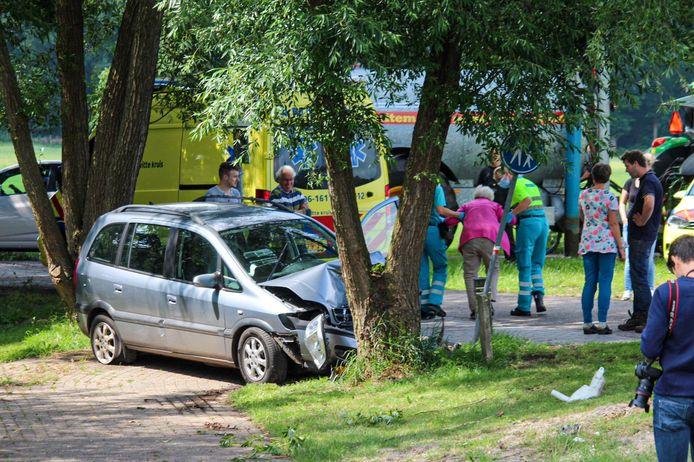 Twee inzittenden raakten gewond.
