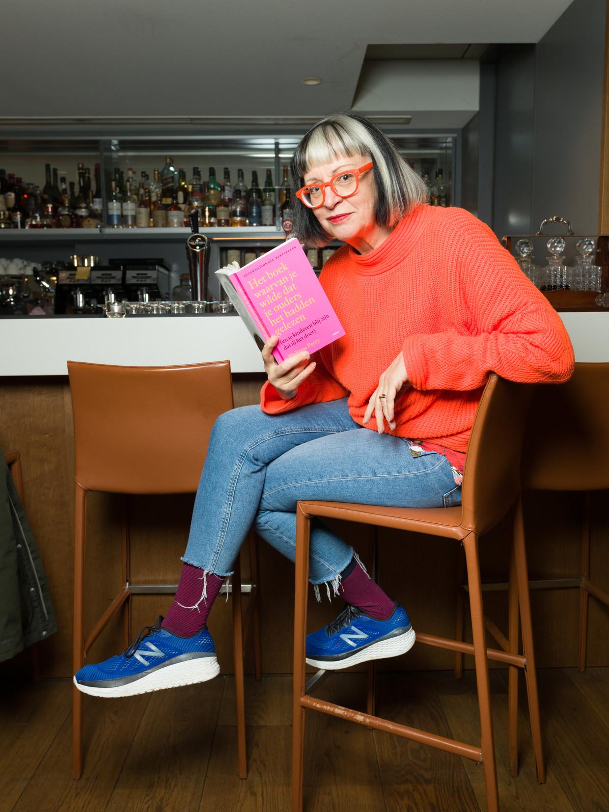 Psychotherapeut Philippa Perry in het Ambassade Hotel Amsterdam Beeld Ivo van der Bent / de Volkskrant