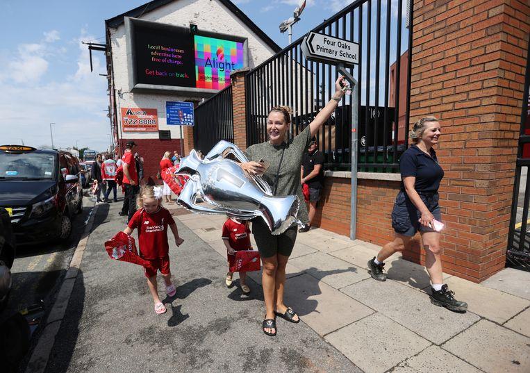 Fans vieren feest nadat Liverpool donderdagavond de Premier League-titel in de wacht sleepte. Beeld Action Images via Reuters
