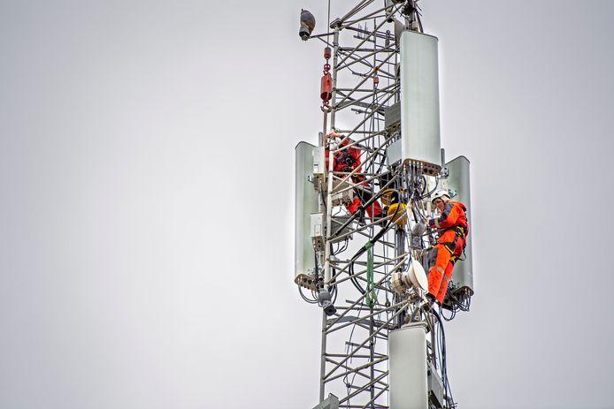 5G-antennes worden aan bestaande masten gehangen. Daar is geen vergunning voor nodig.