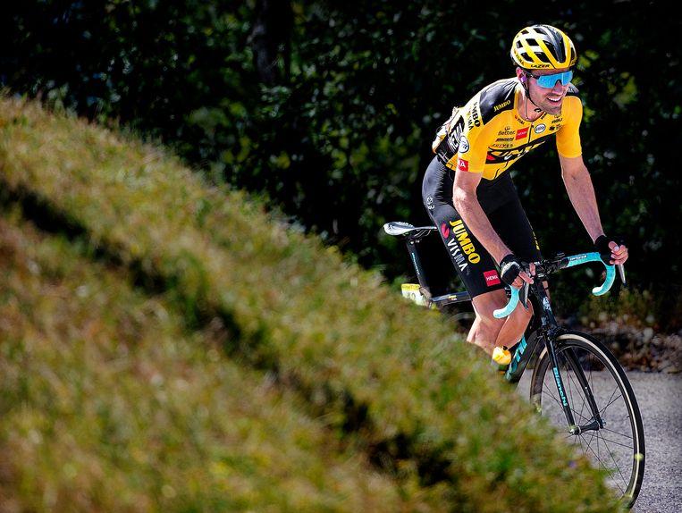 Tom Dumoulin heeft het zwaar tijdens de beklimming van de Col de Menthières in de Tour de l'Ain. Beeld Klaas Jan van der Weij