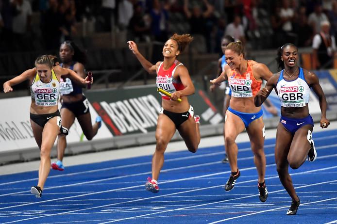 Naomi Sedney in actie voor Nederland op de 4x100 meter op het EK atletiek in Berlijn.