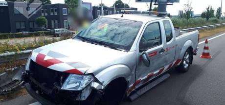 Automobilist zonder rijbewijs botst op auto verkeersbeheer Brabant in Loon op Zand