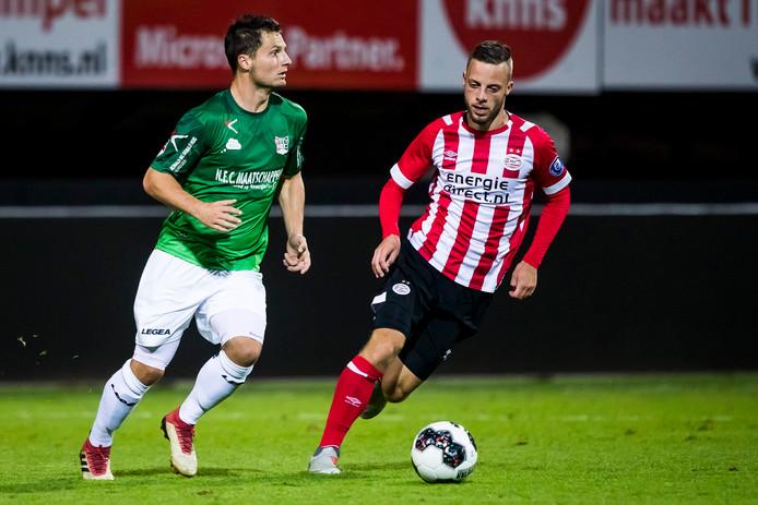 Bart Ramselaar (r) was tegen NEC goed voor twee goals.