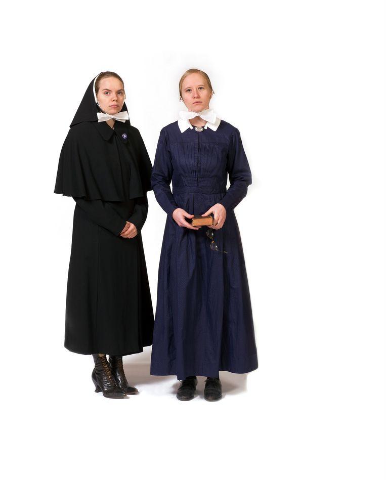 1844 Start van Diaconessenwerk in Nederland, kostuum met pelerine en hoofddeksel. Beeld Inge Hondebrink
