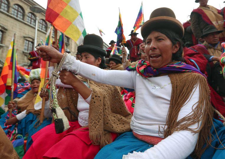 Aanhangers van de afgezette president Morales protesteren donderdag in La Paz. Beeld EPA