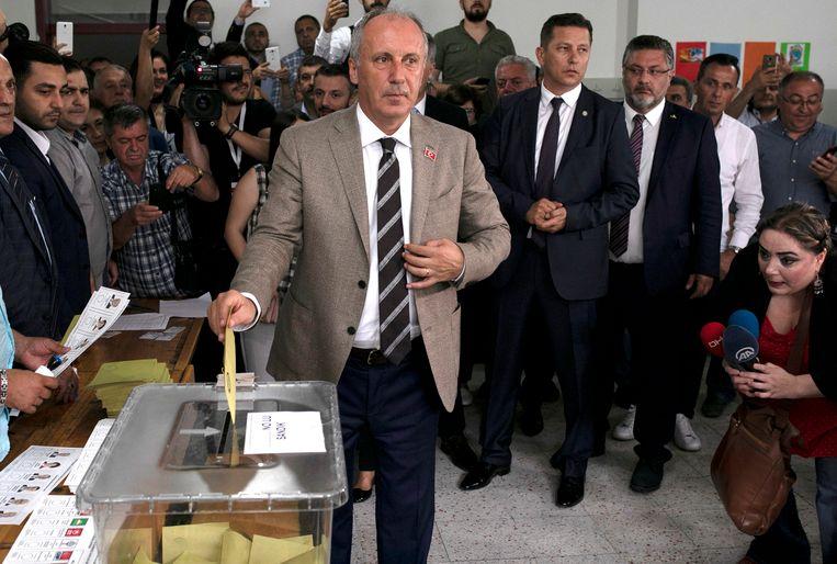 Oppositiekandidaat Muharrem Ince brengt zijn stem uit in Yalova.