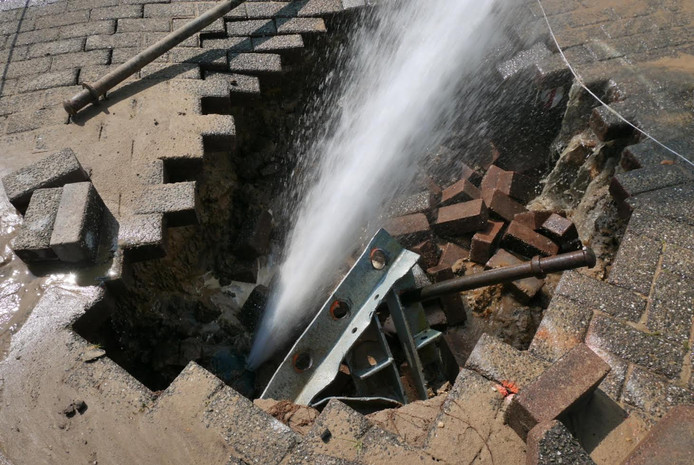 Kapotte waterleiding in Breda
