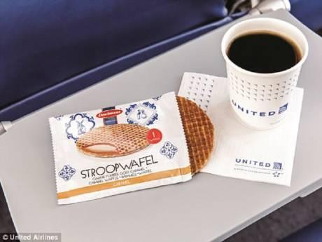 United Airlines stopt met  Osse stroopwafels, passagiers woedend: 'Ongelofelijk wat het losmaakt'