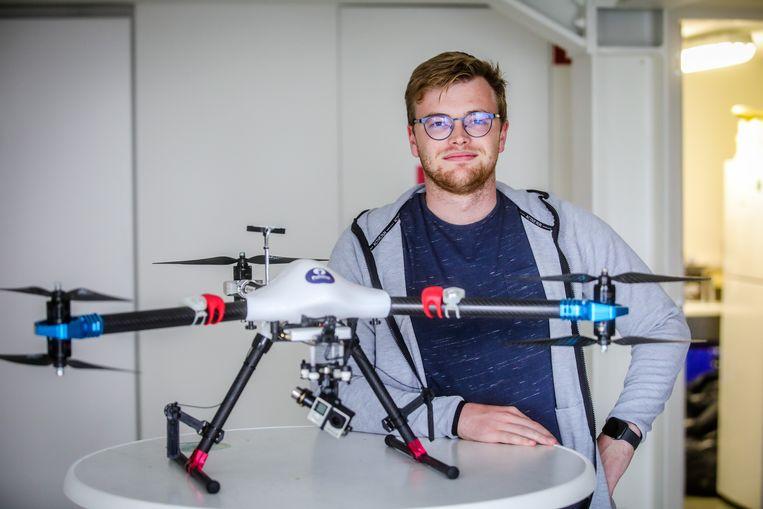 Maxim Buyle (24) uit Vichte is landmeter en doet 3D-scans. Om niet achter te lopen op de concurrentie, volgt hij een opleiding voor dronepiloot.