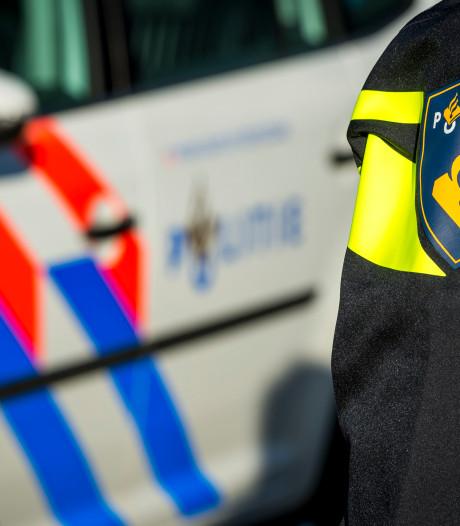 Agenten rijden op de vlucht geslagen snorfietser klem in Arnhem