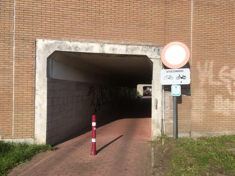 Ook de fietstunnel onder de spoorweg is verboden terrein voor speed pedelecs.