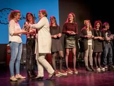 Publieksprijs meisjes Blauw Geel bij Sport Awards Veghel