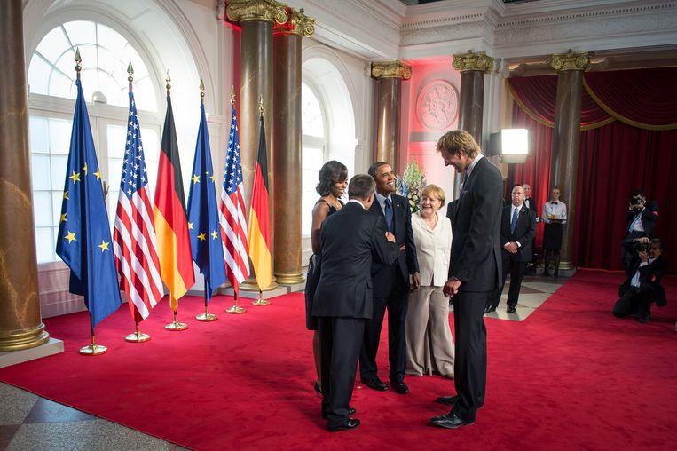 Obama in Berlijn, met Angela Merkel en NBA-basketballer Dirk Nowitzki, 2013. Beeld Getty
