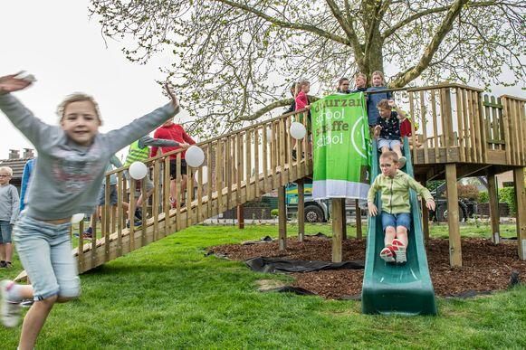 Groen wil speelplaatsen groener maken, zoals recent nog gebeurde in de Sint-Antoniusschool in Meulebeke.