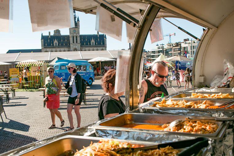 """""""Het is eigenlijk té warm vandaag"""", klonk het zaterdag op het foodtruckfestival Kantien Royal."""