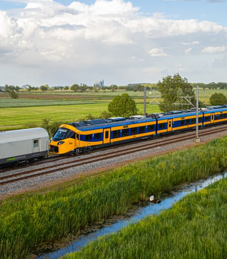 Tadaa! Dit is 'm, de gloednieuwe intercity van NS. En Oost-Nederland heeft de primeur