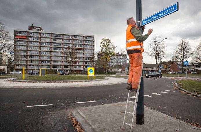 De nieuwe rotonde op de Heerbaan in wijk Heusdenhout.