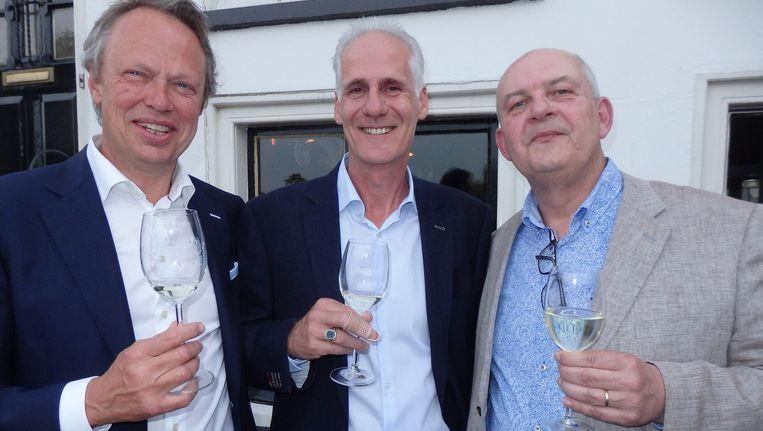 De breinen achter Winestein: fiscaal-econoom Gerard Jacobs, kok Jan Baltussen en Cor Balfoort (vlnr), 'Géén vinoloog! Wijnexpert.' Schuim vroeg verder niks. Beeld Schuim