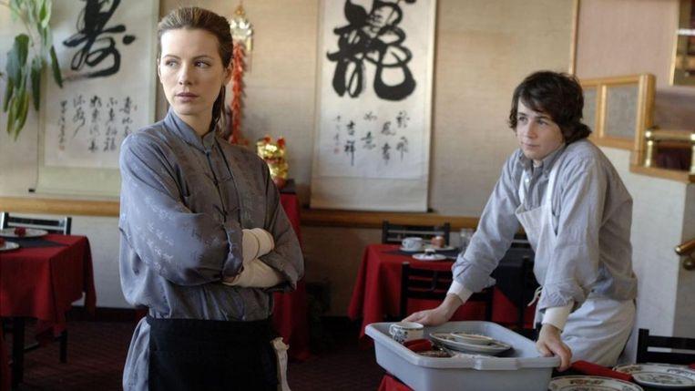 Kate Beckinsale en Michael Angarano in Snow Angels. Beeld