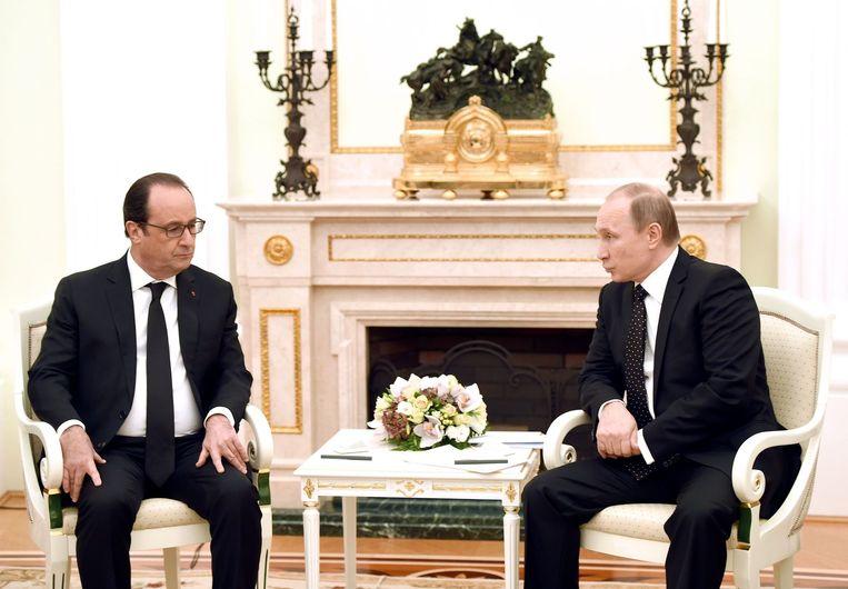 President Hollande en president Poetin spraken elkaar gisteren in het Kremlin te Moskou. Beeld AFP