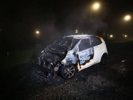Geparkeerde auto verwoest door brand in Nijmegen