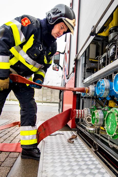De brandweer in de Rotterdamse haven wil geld zien van honderd bedrijven die nu niet meebetalen