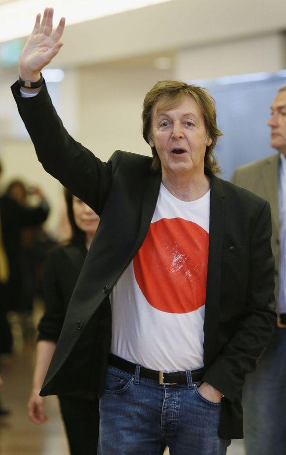Paul McCartney bij zijn aankomst in Tokio, vorige week donderdag.