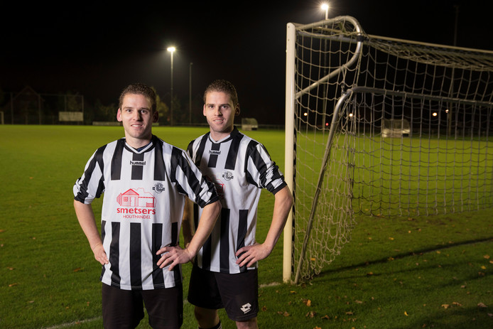 Sint-Oedenrode  25-10-2018  Voetbal tweeling vlnr Stefan en Robert Erven    Roy Lazet