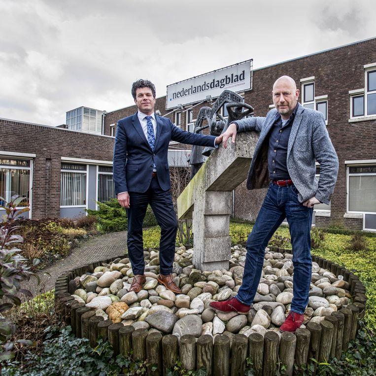 Directeur-hoofdredacteur Sjirk Kuijper (rechts) en directeur Rinder Sekeris van het Nederlands Dagblad. Beeld Raymond Rutting / de Volkskrant