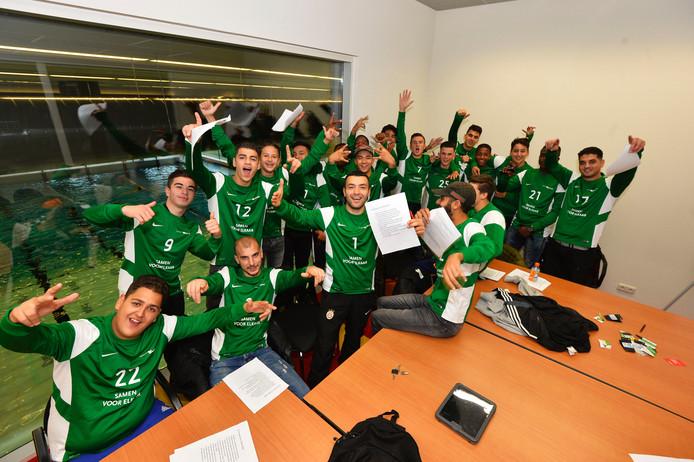Jongeren van Clean Team gaan straks op pad met een herkenbaar groen shirt.