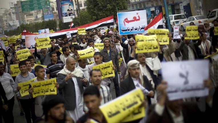 Demonstranten protesteren tegen de Houthi-rebellen, die de controle over Sanaa verwierven.