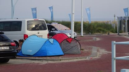 """""""Nederlandse Scheveningen is gekkenhuis"""": nu ook overlast van mensen die illegaal kamperen op strand en straat"""