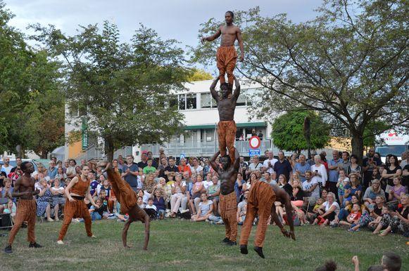 De Afrikaanse acrobaten van Amoukanama Circus vorig jaar tijdens 'De Donderdagen.'