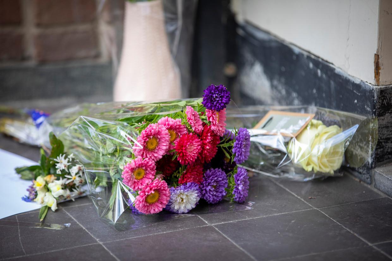 Bloemen bij de voordeur van Advocatenkantoor Derk Wiersum. Beeld ANP