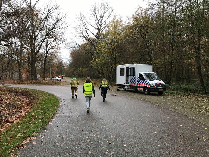 Politie, brandweer en gemeente Voorst doen onderzoek nabij recreatieplas Bussloo.