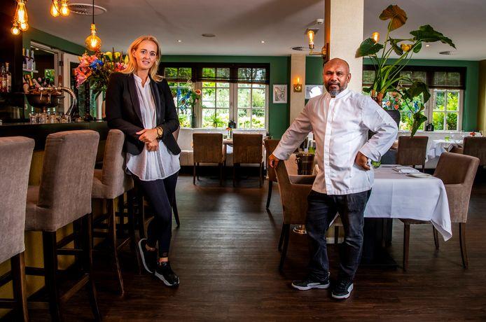 Peggy Oosterveld (eigenaar) en Roy Rahantoknam (chef) van restaurant Villa Lokeend in Vinkeveen.