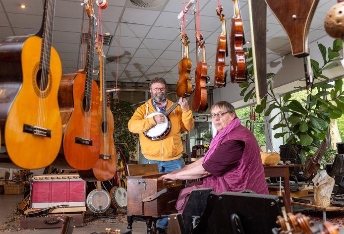 Werner van Ettinger en Majorie Kamps eerder dit jaar in hun winkel.