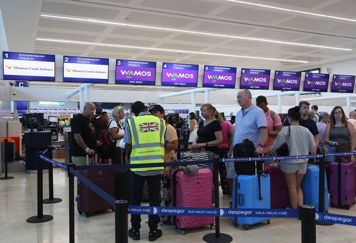 Britse toeristen op het vliegveld van Cancun in Mexico.