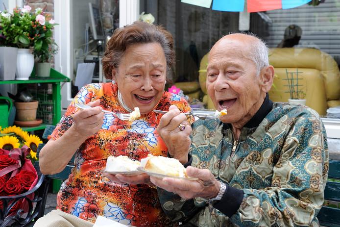 Eugene Krijgsman met zijn vrouw Christina in 2011, toen het echtpaar hun 65-jarige huwelijk vierde.