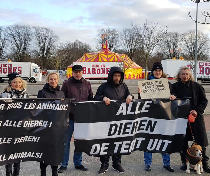 protest tegen diern in het circus